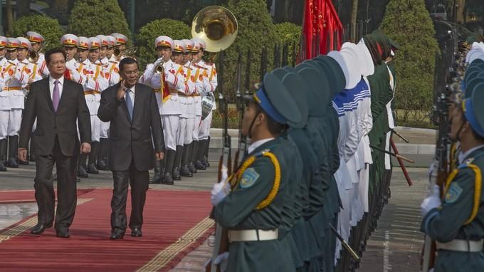 Премьер-министр Камбоджи Хун Сен начал официальный визит во Вьетнам - ảnh 1