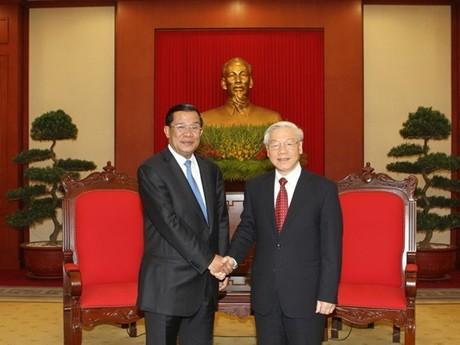 Премьер-министр Камбоджи Хун Сен начал официальный визит во Вьетнам - ảnh 4