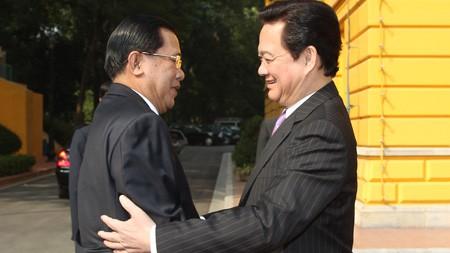 Премьер-министр Камбоджи продолжает официальный визит во Вьетнам - ảnh 1