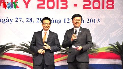 Вице-премьер СРВ Ву Дык Дам и министры провели диалог со студентами - ảnh 1