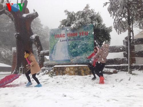 Снег прошел в городе Шапа - ảnh 4