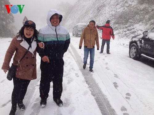 Снег прошел в городе Шапа - ảnh 7