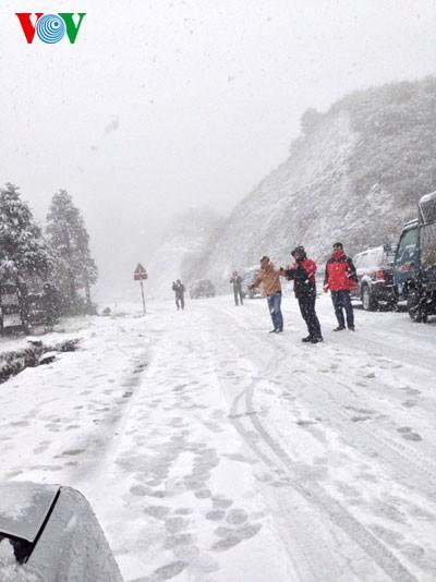 Снег прошел в городе Шапа - ảnh 9