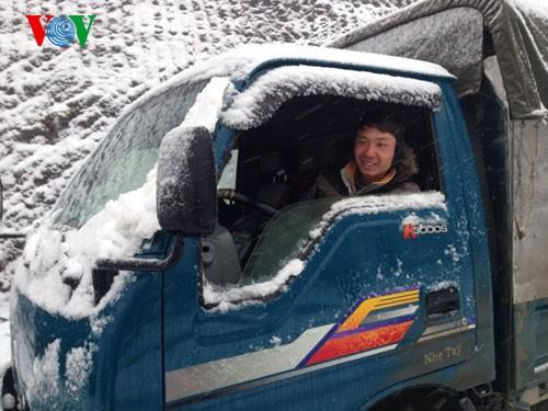 Снег прошел в городе Шапа - ảnh 10