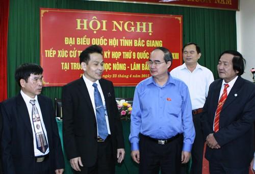 Председатель ЦК ОФВ встретился с избирателями провинции Бакзянг  - ảnh 1