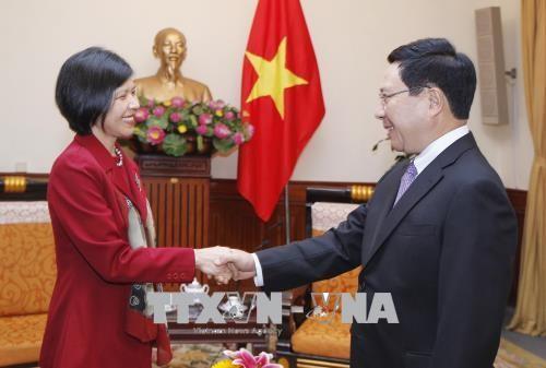 Вице-премьер, министр иностранных дел Вьетнама принял посла Канады  - ảnh 1