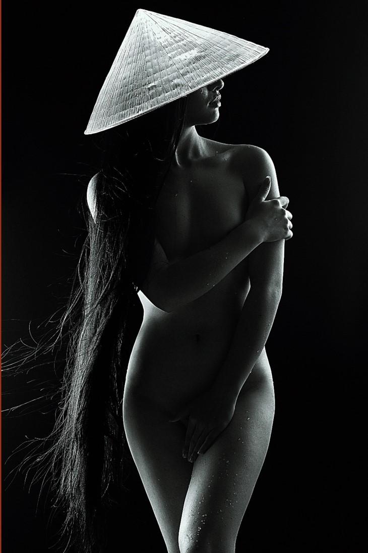 Первая лицензированная во Вьетнаме фотовыставка обнажённой женской натуры - ảnh 8