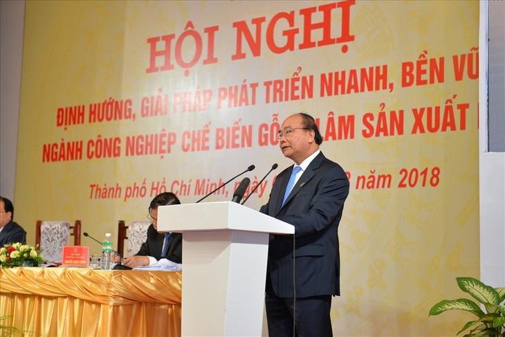 Нгуен Суан Фук председательствовал на конференции по развитию деревообрабатывающей промышленности   - ảnh 1