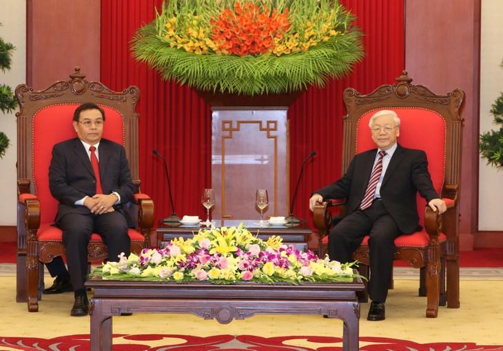 Нгуен Фу Чонг принял делегацию ЦК Фронта национального строительства Лаоса - ảnh 1