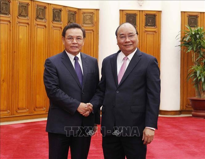 Нгуен Суан Фук принял председателя ЦК Фронта национального строительства Лаоса  - ảnh 1