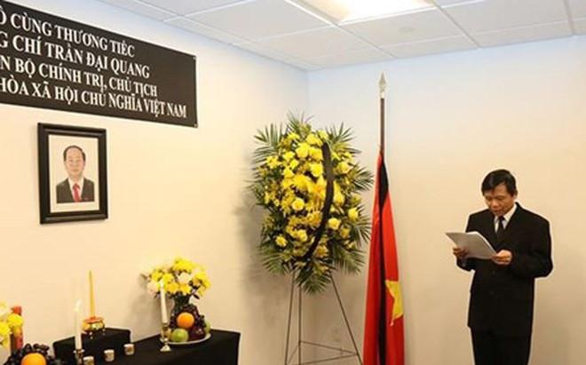 В Постоянной миссии Вьетнама при ООН открыта траурная книга в связи со смертью президента Чан Дай Куанга - ảnh 1