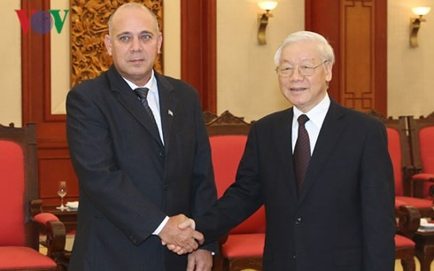 Глава Компартии Вьетнама принял китайскую и кубинскую делегации - ảnh 1