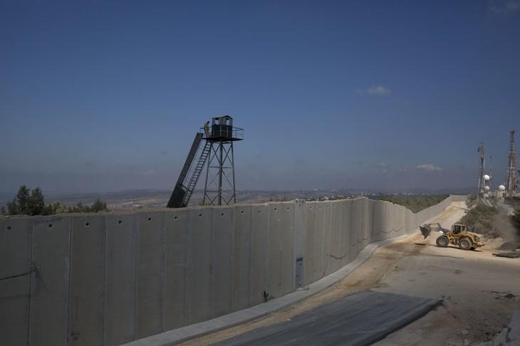 Израиль продолжает строительство бетонной стены на границе с Ливаном - ảnh 1