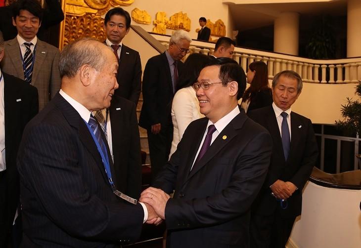 Вице-премьер Вьетнама принял зампредседателя Организации по содействию народной дипломатии Японии - ảnh 1