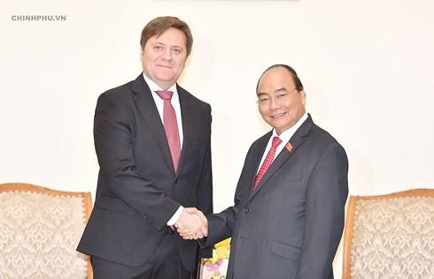 Нгуен Суан Фук принял посла Польши и посла туризма Вьетнама - ảnh 1