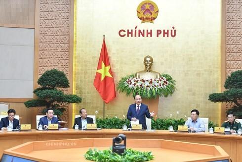Премьер-министр Нгуен Суан Фук председательствовал на очередном заседании вьетнамского правительства - ảnh 1