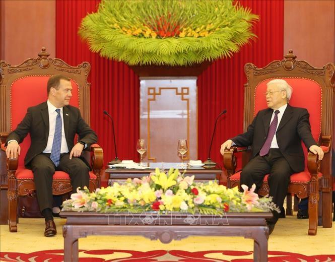 Генсек ЦК КПВ, президент Вьетнама принял премьер-министра России - ảnh 1