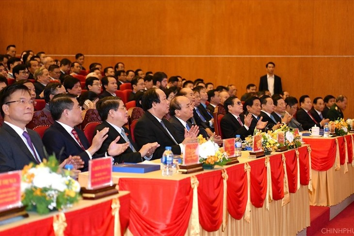 Премьер-министр Вьетнама принял участие в конференции по продвижению инвестиций в провинцию Каобанг - ảnh 1