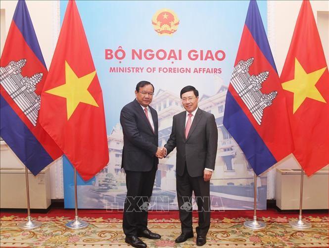 Вице-премьер Вьетнама Фам Бинь Минь провёл переговоры с камбоджийским коллегой Прак Сокхонном - ảnh 1