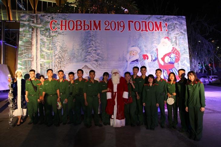 Программа «Новогодняя ёлка» в Ханое - ảnh 16