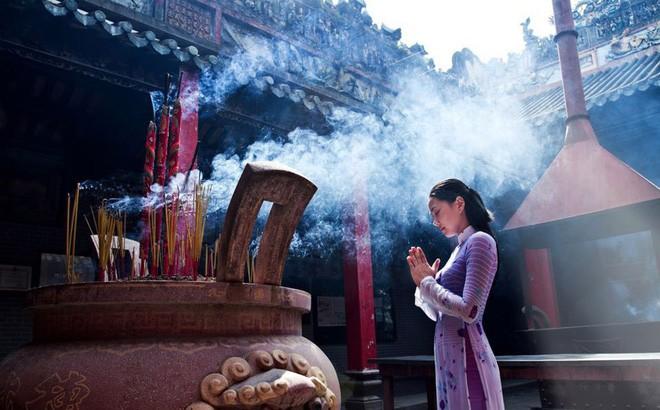 Ходить в пагоду в начале года – великолепная традиция в духовной жизни вьетнамцев - ảnh 1
