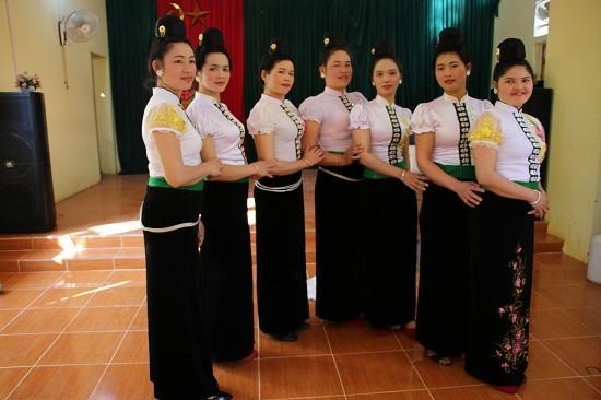 «Тангкау» - своеобразный свадебный обряд субэтнической группы Тхайден - ảnh 1