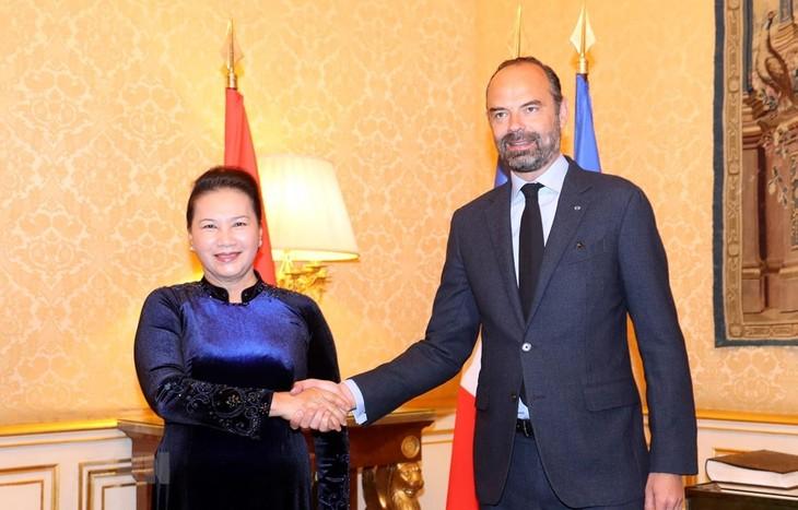 Председатель НС СРВ встретилась с премьер-министром Франции  - ảnh 1