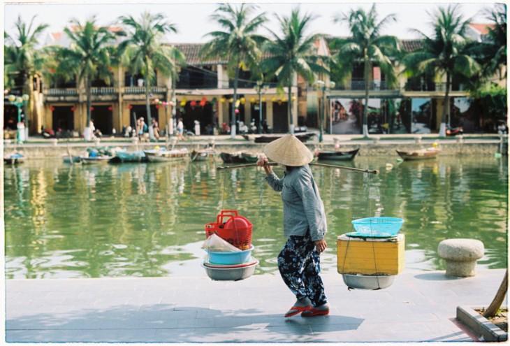 Плёночная фотография как хобби вьетнамской молодёжи - ảnh 24