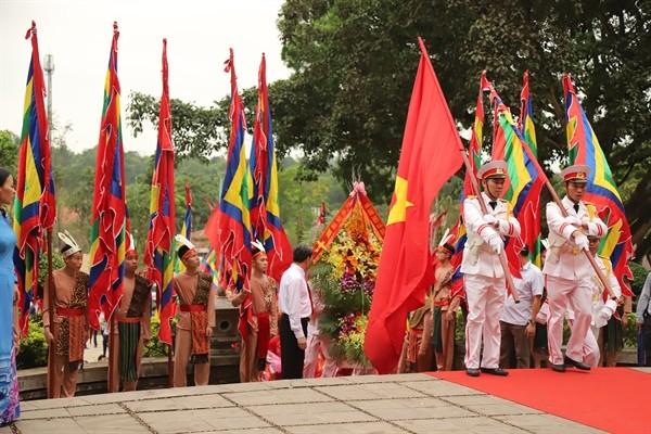 Жители Вьетнама празднуют День поминовения королей Хунгов - ảnh 1