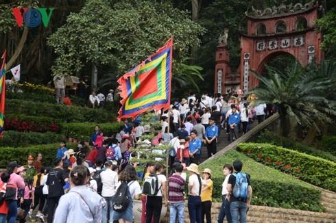 Жители Вьетнама празднуют День поминовения королей Хунгов - ảnh 2