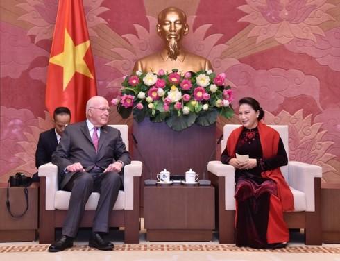 Спикер вьетнамского парламента приняла делегацию американских сенаторов - ảnh 1