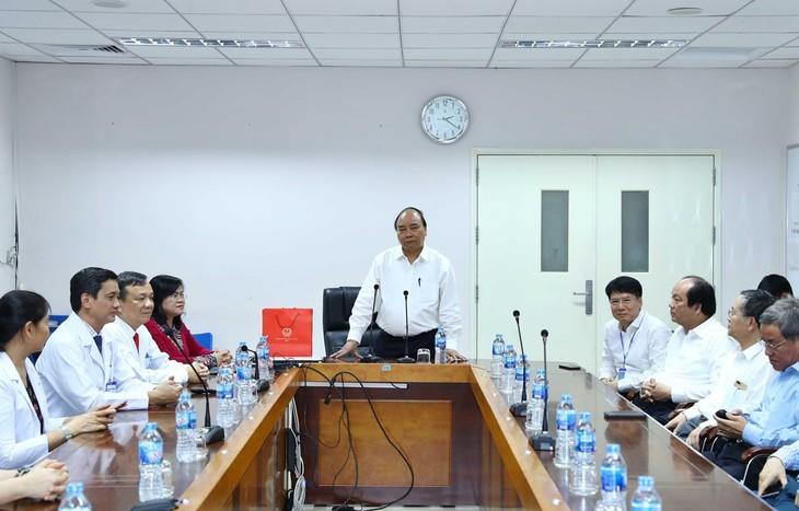 Премьер-министр Вьетнама посетил Поликлинику провинции Донгнай - ảnh 1