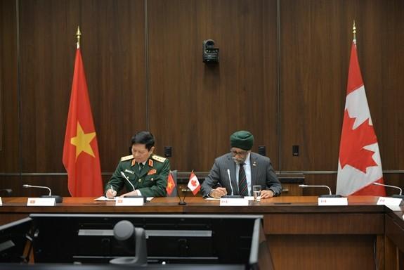 Оборонное сотрудничество будет способствовать углублению Всеобъемлющего партнёрства между Вьетнамом и Канадой - ảnh 1