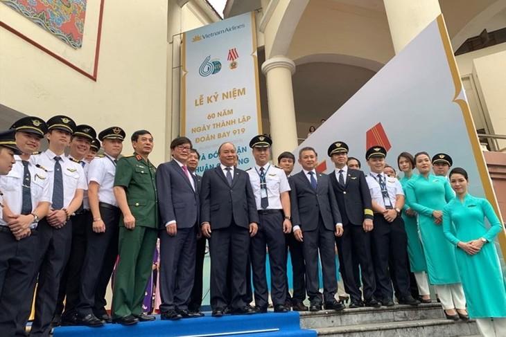 Нгуен Суан Фук принял участие в церемонии празднования 60-летия со дня создания летного экипажа 919 - ảnh 1
