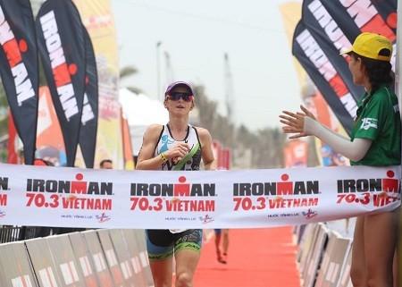 Вьетнам стал организатором соревнований по Триатлону Ironman 70.3 - ảnh 1