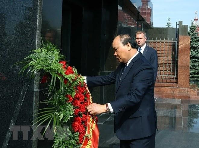 Премьер-министр Вьетнама посетил мавзолей Ленина - ảnh 1
