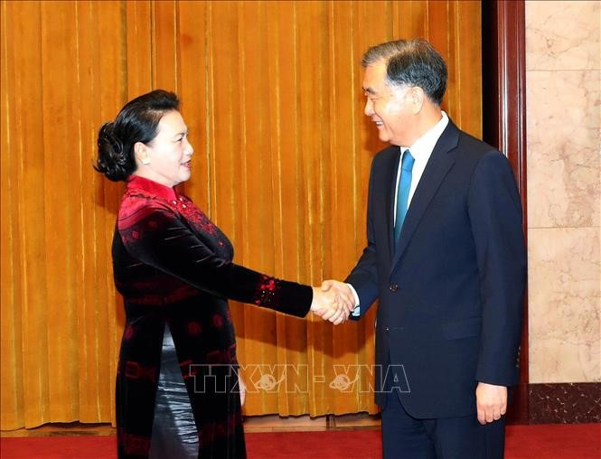 Спикер вьетнамского парламента встретился с председателем всекитайского комитета НПКС Китая - ảnh 1