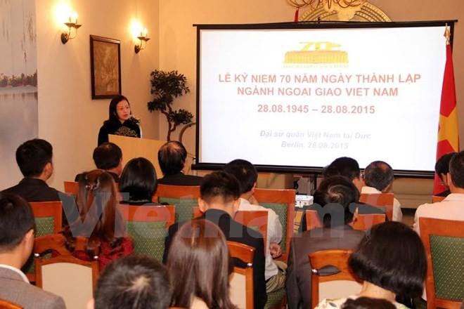 Kỷ niệm 70 năm ngày thành lập ngành ngoại giao Việt Nam tại các nước - ảnh 3