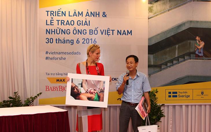 Chiêm ngưỡng khoảnh khắc tuyệt vời của những ông bố Việt Nam - ảnh 1