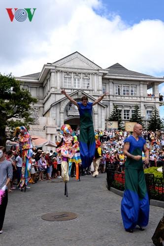Đông vui và rực rỡ sắc màu như lễ hội đường phố ở Bà Nà Hills - ảnh 9