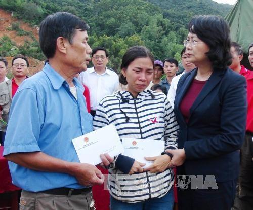 Phó Chủ tịch nước Đặng Thị Ngọc Thịnh thăm hỏi nhân dân Khánh Hòa bị ảnh hưởng do mưa lũ  - ảnh 1