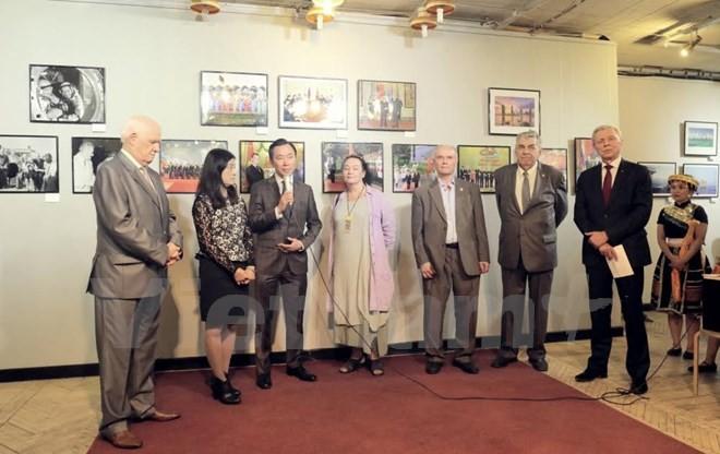 """Khai mạc triển lãm ảnh """"Việt Nam - Đất nước và con người"""" tại Liên bang Nga - ảnh 1"""
