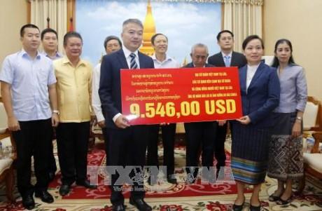 ชมรมชาวเวียดนามร่วมบริจาคเพื่อช่วยเหลือประชาชนลาวที่ประสบภัยธรรมชาติ - ảnh 1
