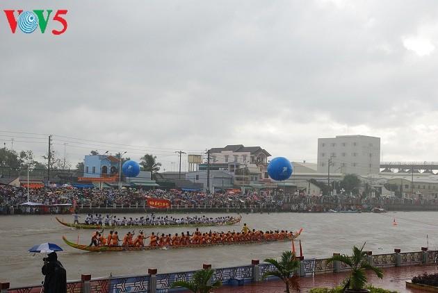 Lễ hội Óc Om Bóc - Đua Ghe Ngo, nét văn hóa đặc sắc của đồng bào Khmer Nam bộ - ảnh 2