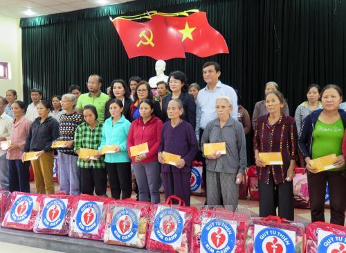 Phó Chủ tịch nước Đặng Thị Ngọc Thịnh thăm, tặng quà người dân tỉnh Quảng Nam - ảnh 1