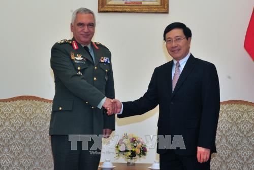 Phó Thủ tướng, Bộ trưởng Ngoại giao Phạm Bình Minh tiếp Chủ tịch Ủy ban Quân sự Liên minh châu Âu - ảnh 1