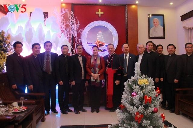 Chủ tịch Quốc hội Nguyễn Thị Kim Ngân thăm và chúc mừng giáng sinh giáo dân Giáo phận Thanh Hóa - ảnh 1