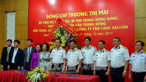 Trưởng Ban Dân vận Trung ương Trương Thị Mai thăm, chúc mừng các đơn vị quân đội tại TP Hồ Chí Minh - ảnh 2