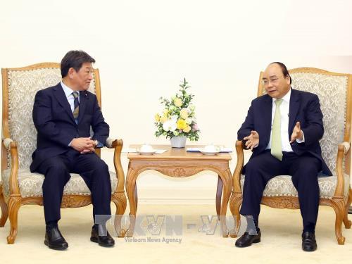 Thủ tướng Nguyễn Xuân Phúc tiếp Bộ trưởng Bộ Tái thiết kinh tế Nhật Bản - ảnh 1