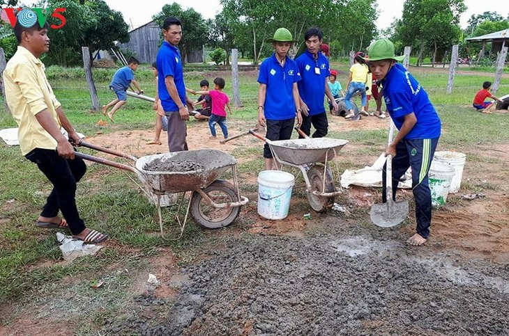 Youth social work team helps disadvantaged areas in Dak Lak - ảnh 1